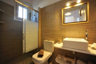 Two-bedroom Family Apartment Ground Floor Anixis bathroom